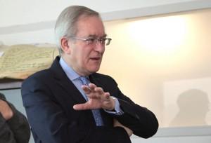 M. Dominique Deroubaix, directeur général des Hospices Civils de Lyon